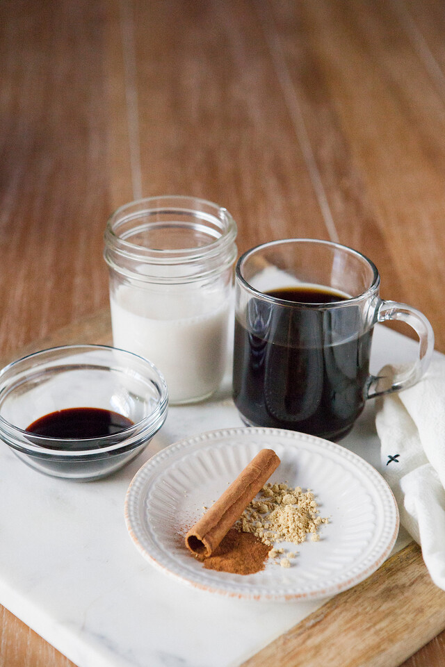 0002_NutritionTwins-gingerbread-latte-ginger-cinnamon-coffee-almondmilk-blackstrapmolasses