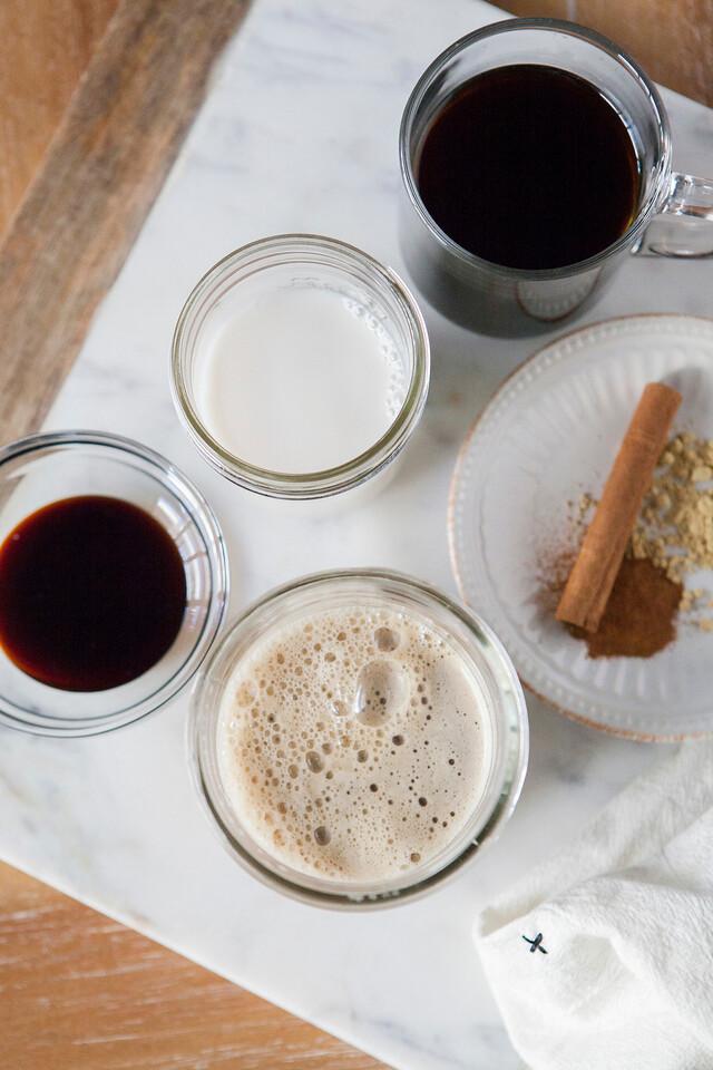 0004_NutritionTwins-gingerbread-latte-ginger-cinnamon-coffee-almondmilk-blackstrapmolasses