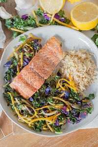 0010_NutritionTwins-kale-beet-salmon