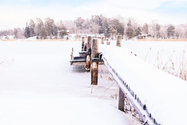 Brygga i snö