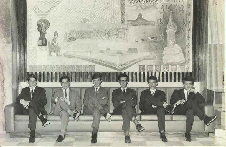 """Nova Lisboa- 1969? - Messe de Oficiais  Zé Tó Macedo Simões,""""Batata"""" Aires Marques, Vicky Martins,  Luís Macedo Simões , Bilocas, e Mário Pereira"""