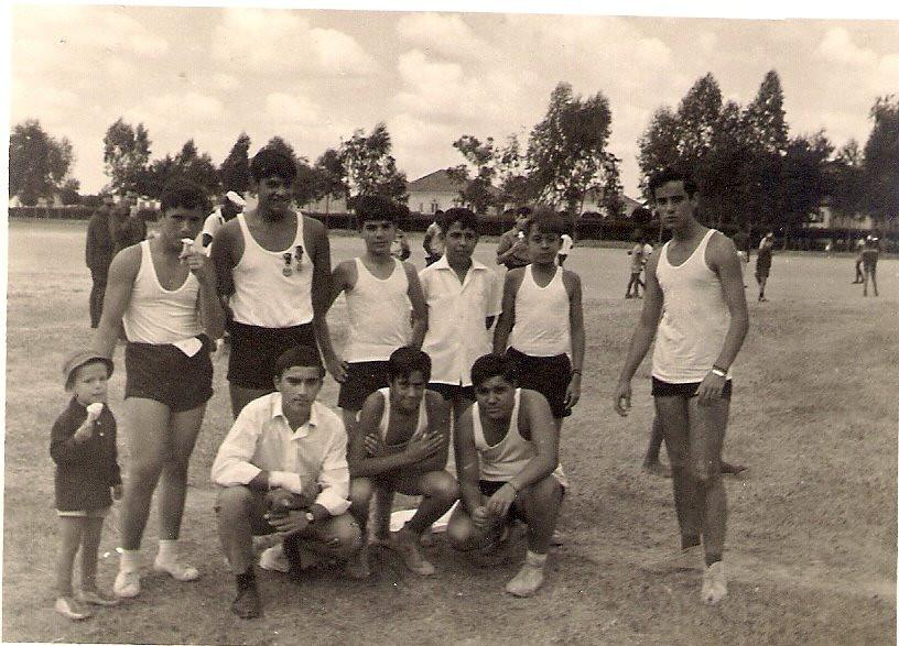 Silva Porto - Colégio dos Maristas - 1966  Mário Freitas, Xico Braziel,Zé S.Sousa,Saro,  Gomes Ferreira, Carlos Pinto,  em baixo: João Costa, Flau e Carlos Marques.