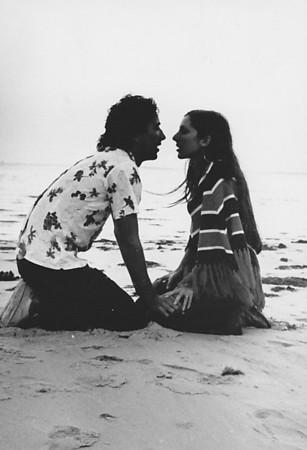 """1973 - Victor Valente e Zelinha Adalberto """"estudando"""" em Luanda"""