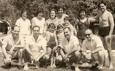 Em pé a Milú Videira, depois a mãe, ?, esposa do Neto e casal Josefa...em baixo Acácio Videira, José Andrade, Ana Josefa, as manas Neto, o Neto e Eugénio Soares