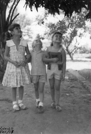 Luxilo - Fevereiro 1957  Nanda Ferreira da Silva, Zé Pedro Nápoles e Misita Melo Abreu