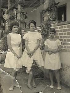 Dundo, jardim da casa da família Matos, 1961 ou 62. Janeca Mendonca, Luisinha Matos e São Matos