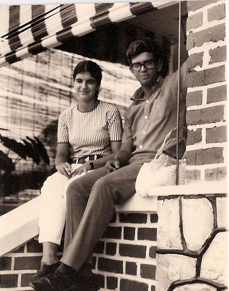 No Coça: Gininha Martínez Almeida Santos e Marito Santos David, férias no Dundo, 1969