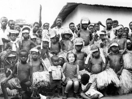 Laura Antonio, filha de Azevedo Antonio, 6 anos, aldeia indígena, Lucapa 1971