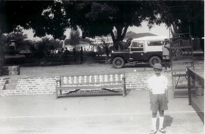 """Toni """"Samokinda"""" -  Dundo - 1957 Traseiras da K18 - Casa do Pessoal ao fundo"""