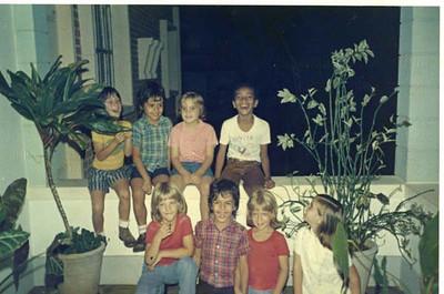 Filhos de Moura Ferreira com amigos