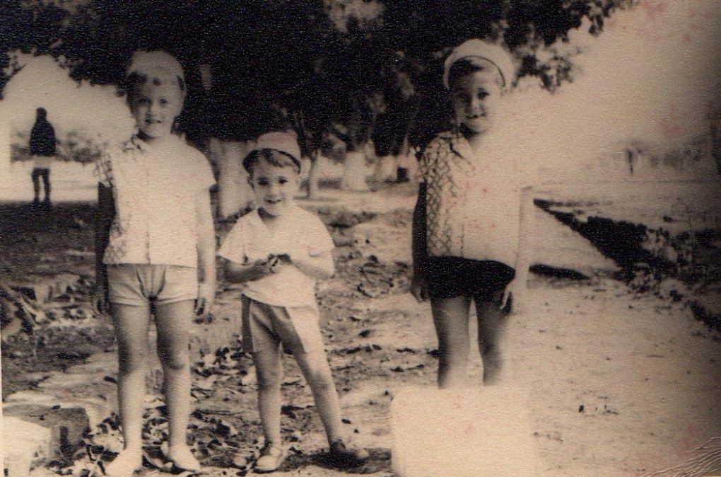 Chico Figueiredo, Rui Martinho, Álvaro Figueiredo  1965-Andrada - Rua 6, antes dos passeios e alcatrão