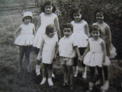 Andrada 1965 - Anabela Araújo João, Fátima Mendonça, Isabella Mendonça, Teresa Beato,  em baixo: Ruth Beato, Carlos Aráujo João e Anabela Amaro.