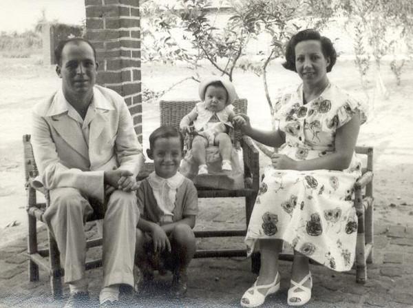 MAIO 1956,  Enfº Garrido, esposa e filhos Vasco e Ana