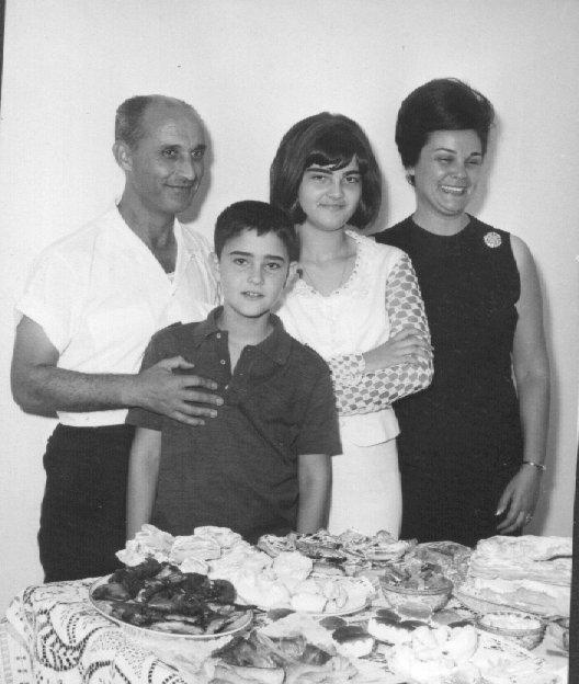 Pai Fontinhas, Joca , Teresa e mãe Taciana