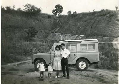 Casal de enfermeiros Manuel Simoes e filhas Helena e Fernanda