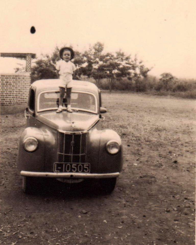 Mario Veiga e filho Luis no Ford Prefect
