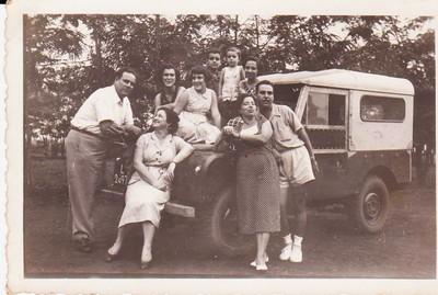 Familia Palma Brito e Familia Mario Veiga Palma Brito e esposa e 3 filhos: Isaura, Conceicao e Carlos Casal Mario Veiga e filho Luis e cunhada Carminha