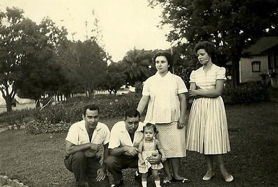 Casal Guedes e casal Saldanha com filha Berta Paula Saldanha - 15 de Dezembro de 1960