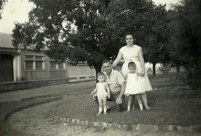 Joaquim e Maria Eduarda Saldanha e filhos Berta Paula Saldanha e Carlos Manuel Saldanha
