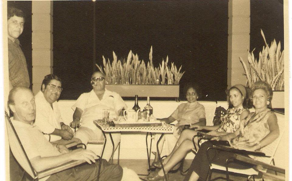 Dundo - em pé o Saro, sentados 1º o Sr. Botto, Aires Marques, Soba Tomás, Milai Tomás, Lisa Pereira Santos e Rosita Portugal