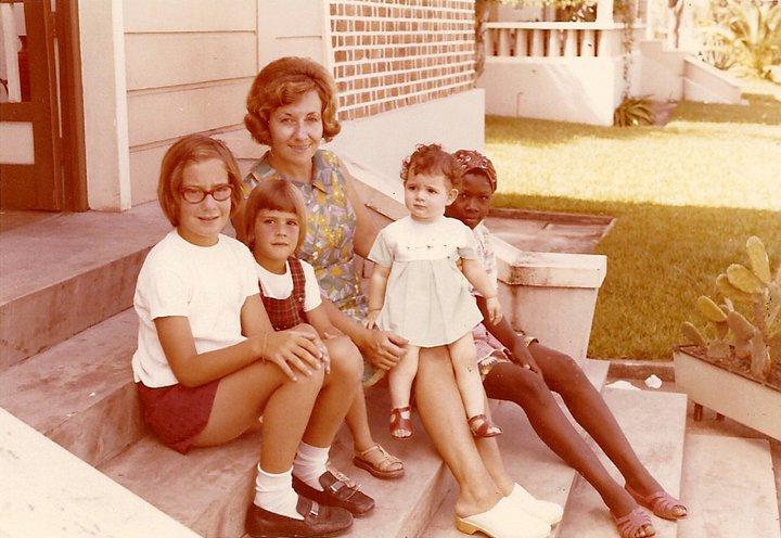 Paula, Denise, Fina Firmino, Sandra Seixas e a Ama Seca - Dundo (Fev. 1973)