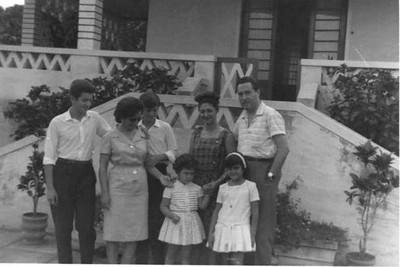 Pinho Barros : Manel Fernando, mãe Mariazinha, Ze' Manel e Paula (á direita) Reis: pais e Isabel