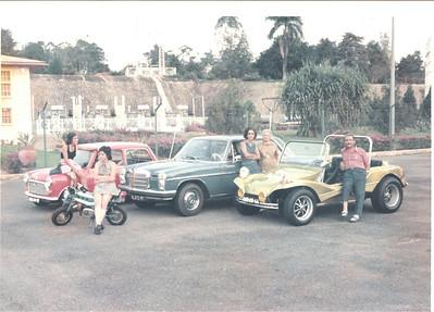 Familia Hennig Santos na Barragem com a sua coleccao de transportes. Isabel, Joåo, Francisca, ?, Sérgio