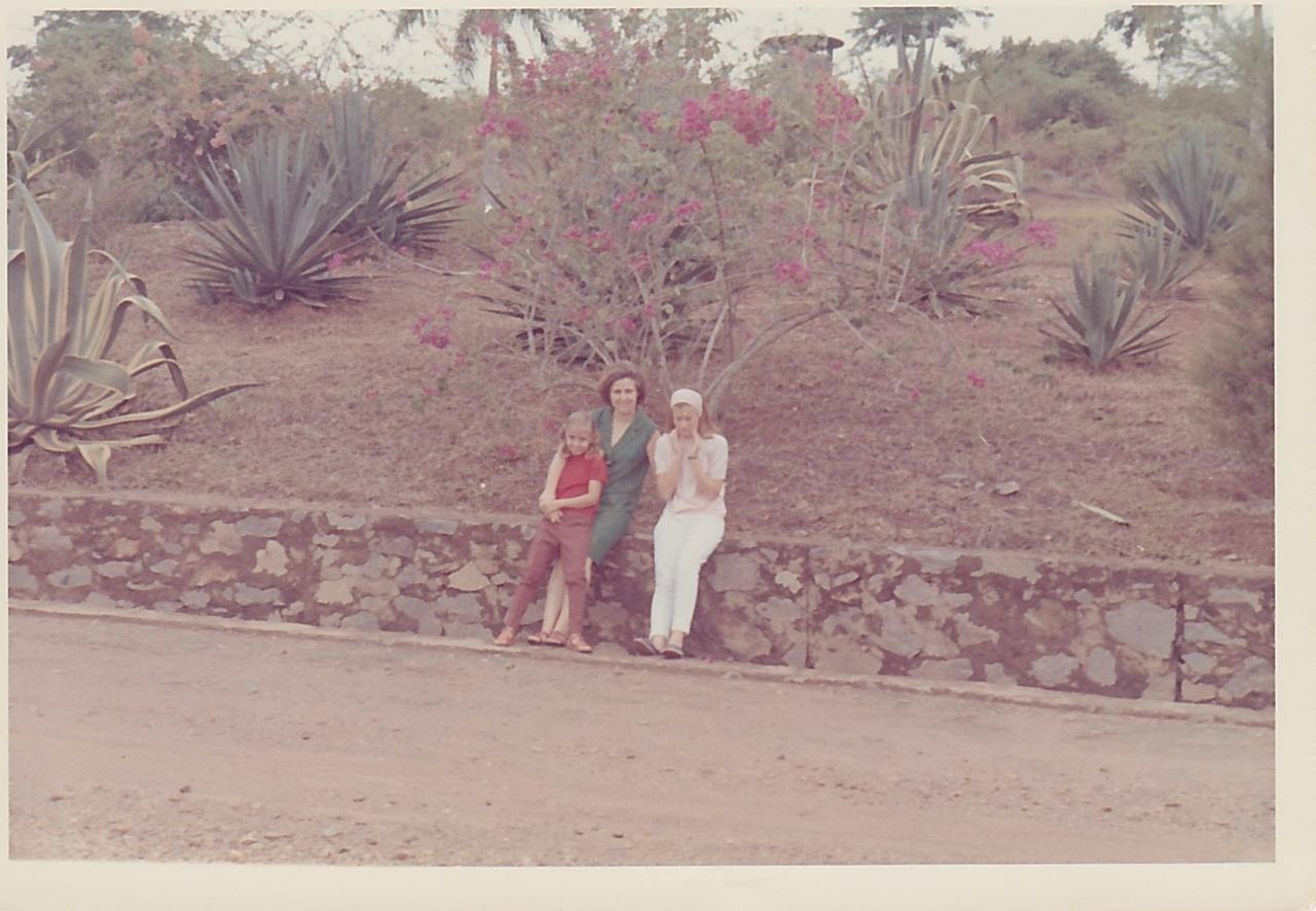 Aurora Tavares e filhas Guida e Nany
