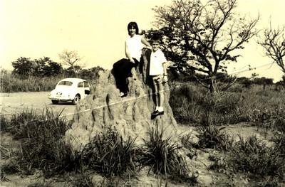 Passeando pelas estradas da Zona Leste. Zelinha e Beka Adalberto num morro de salale'