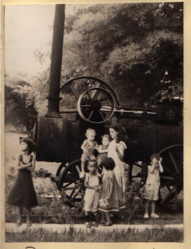 Dundo, 1980 Esmeralda Afonso e filhos e as filhas da Suzana Maneira e a filha da Dra. Alice.