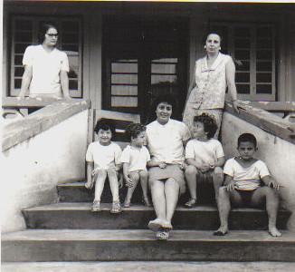 Maria do Carmo, Clarisse Medina e 3 filhas (Yolanda, Clarisse e Deborá), o Joãozinho Valente e a mae Maria Luísa Valente