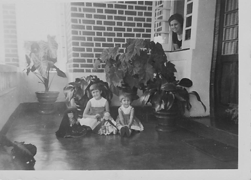 Aurora Tavares e filhas Nany e Guida em Andrada