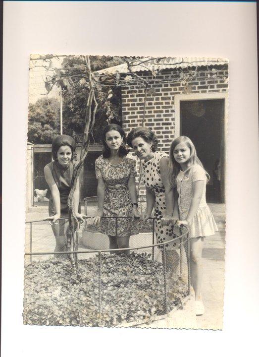Familia Sebastiao Vaz,  Madalena Vaz, Manuela Vaz (irmã mais velha), Dora Vaz ( mãe), Teresa Vaz (irmã mais nova)