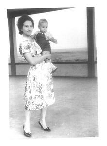 Cossa - Maria Ribeiro e filho Fernando