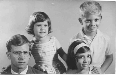 Manos Soares Guilherme, Maria Teresa, Maria Emília e o Zé Russo