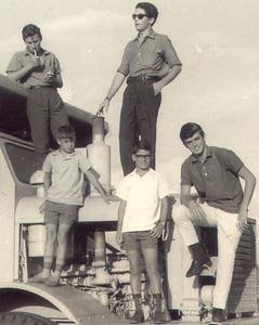 Manos Martins; Vicky, Fernando e Paulo e manos Martinho em Andrada