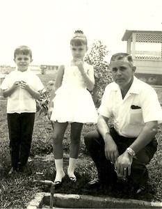 Joaquim Saldanha e filhos Berta Paula Saldanha e Carlos Manuel Saldanha - Lucapa, 1967