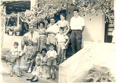 Fucauma, Janeiro 1961: Família Teodosio ( Frederico e Fatima e filho), Família Portela ( Portela e Rosalina e filho Carlos), Gustavo da Fonseca , D. Laura Pinto Soares e filhos( Jorge, Nuno e Ze')