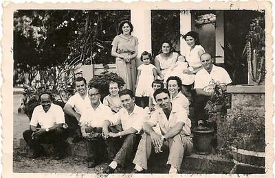 Canzar,  na 1ª fila sentados: sr Osório,enfermeiro??, Sobral, ???, sr. Neves.de pé; sra do Sobral,???,???, esposa do sr. Neves. Do lado direito sentadas as duas filhas do Sobral