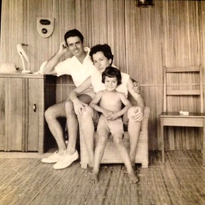 Familia Norberto Guimaraes na casa de capim
