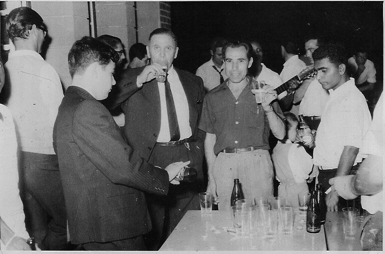Na casa do pessoal de Andrada  1964? Rebocho, Luis Nascimento, Antonio Nascimento, Carvalho,