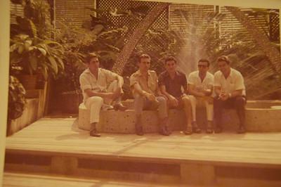 Andrada -Estufa 11-9-66  José T Salvado (oculos escuros) e ...