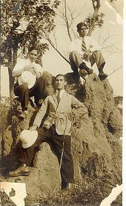 1930s _Saurimo Samokinda e amigos
