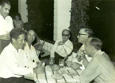 Eng. Franca Machado, Dr. Ramos, Valente, Dr. Rocha Afonso, Bastos e Barata Nucha Barata ao fundo