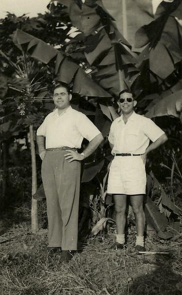 Joaquim Saldanha à direita - Dundo, 10 de Abril de 1955