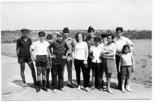 Aeroporto Chitato, 1968 Zé Ressurreição, Luis Coelho, Miguno Mendonca, Vitó Valente,  Paula Santos David, José João Rocha Afonso, Luis Valente, Joca Moreira Rato, ???, Mário Santos David.