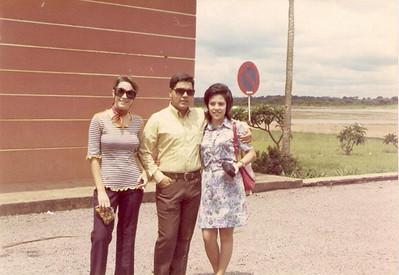 Aeroporto do Dundo - 1972  Gloria Neto, Carlos Aires Marques e Elisa Pereira Santos