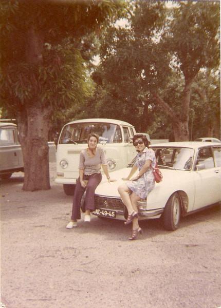 Aeroporto do Dundo - 1972  Gloria Neto e Elisa Pereira Santos
