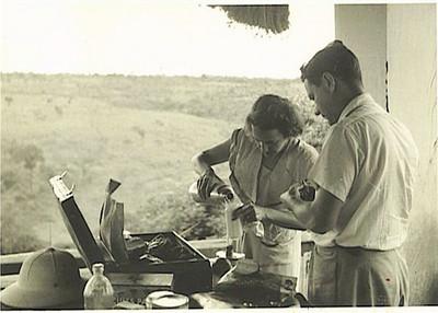 Casal Mendonça: preparando o biberon entre Dundo e Luso
