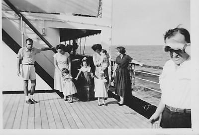 Vera Cruz, Maio 1958 viagem para Lisboa Aurora Tavares e filha Nany Taciana Fontinhas com filhos Teresa e Joca ( ao colo)
